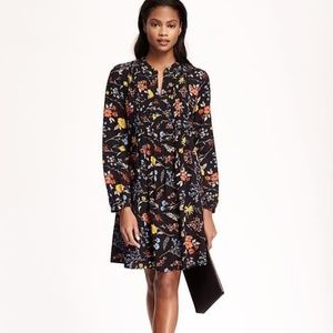 Old Navy | Pintuck Floral LS Swing Dress in Navy